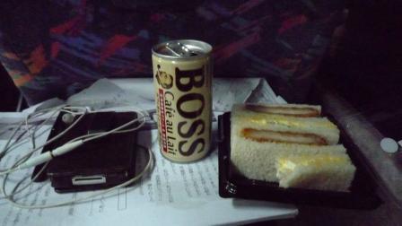 バスの中の夕食.JPG